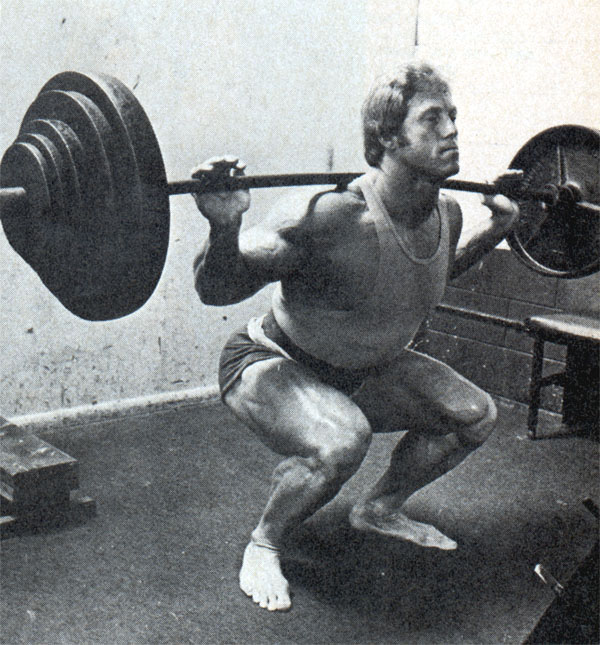 0cf39bc554f2 Ken Waller squatting barefoot. Squatting without shoes ...
